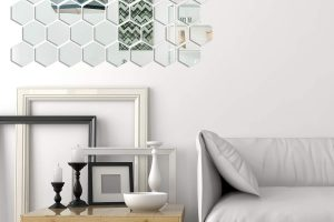 Miroir adhésif posé dans un séjour moderne